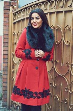 Palton LaDonna rosu elegant in clos cu insertii de broderie