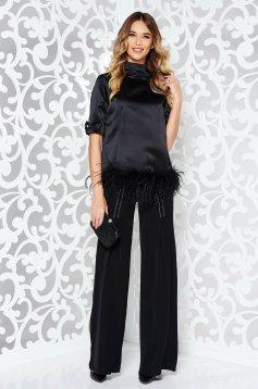 Bluza dama Ana Radu neagra de lux pe gat cu croi larg din material satinat accesorizata cu fundite si pene