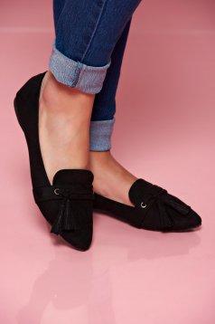 Pantofi cu ciucuri Top Secret negru cu varful usor ascutit