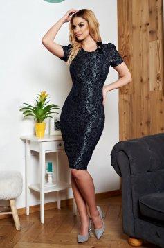 Rochie Eleganta Neagra StarShinerS Din Material Dantelat Si Accesorizata Cu Brosa