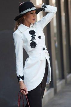 Palton Artista alb elegant brodat in clos