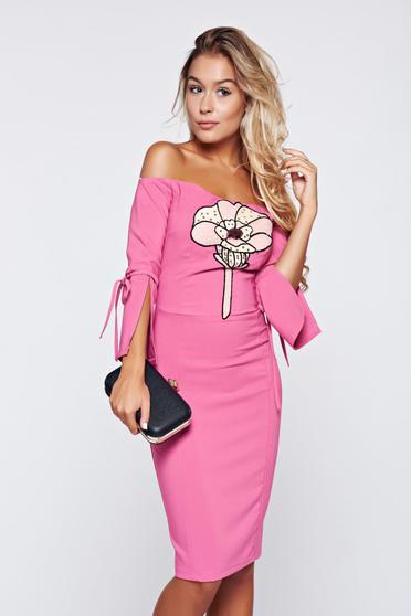 Rochie Artista roz tip creion cu umeri goi