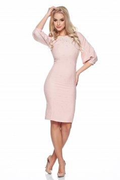 Rochie cu insertii de broderie LaDonna rosa aspect creponat