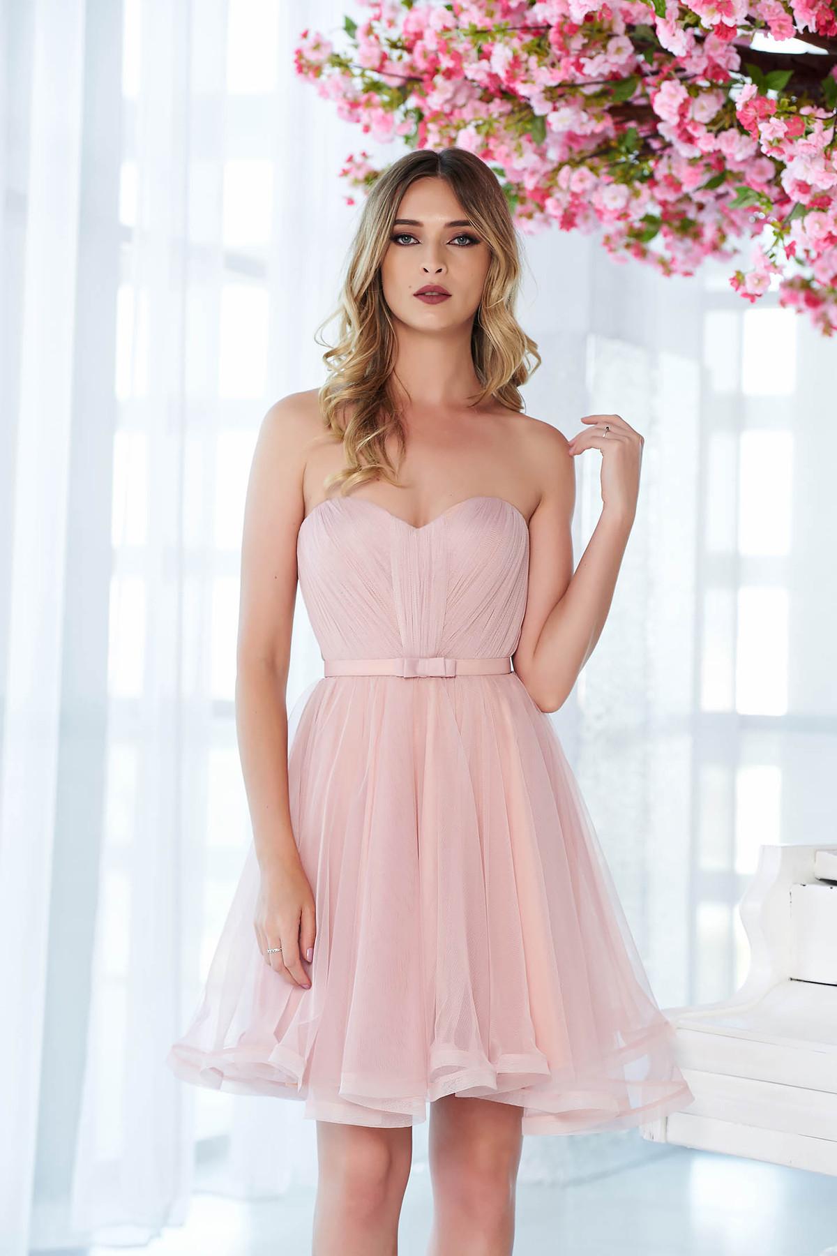 Rochie Ana Radu rosa de lux tip corset din tul captusita pe interior cu bust buretat accesorizata cu cordon