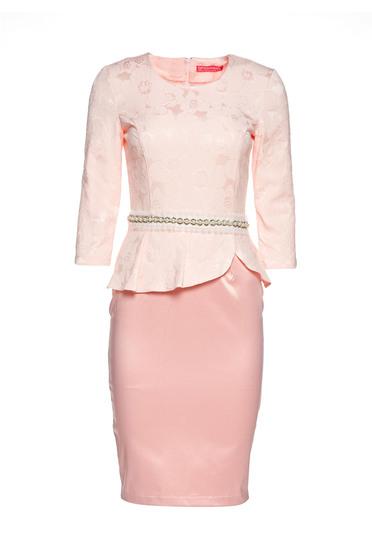 Rochie StarShinerS rosa eleganta tip creion cu peplum accesorizata cu cordon