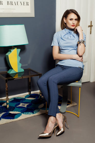 Pantaloni cu talie medie PrettyGirl albastru-inchis cu imprimeuri grafice