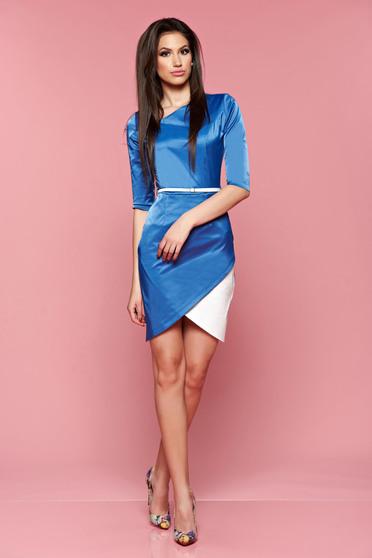 poze cu Rochie asimetrica PrettyGirl albastra cu accesoriu tip curea