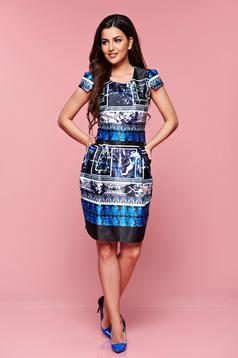 Rochie de zi PrettyGirl albastru-inchis din material satinat cu imprimeuri grafice