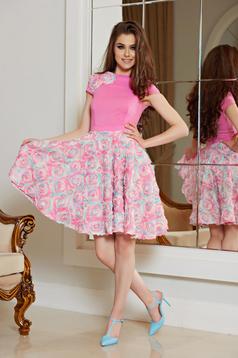 Rochie de ocazie in clos StarShinerS rosa cu aplicatii florale