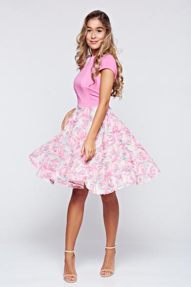 Rochie StarShinerS rosa de ocazie in clos cu aplicatii florale