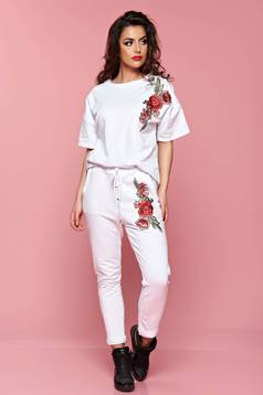 Pantaloni cu buzunare albe cu insertii de broderie