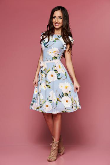 Rochie cu imprimeuri florale LaDonna albastra-deschis accesorizata cu cordon