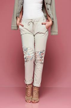 Pantaloni casual cu buzunare crem cu elastic in talie