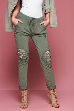 Pantaloni casual cu buzunare verzi cu elastic in talie