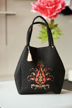 Geanta dama brodata din material matlasat neagra compartimentata cu buzunare interioare