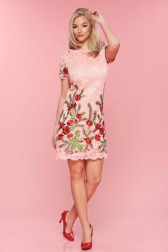 Rochie brodata eleganta Artista roz din material dantelat