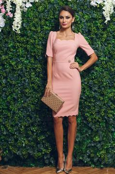 Rochie eleganta tip creion PrettyGirl rosa accesorizata cu pietre stras