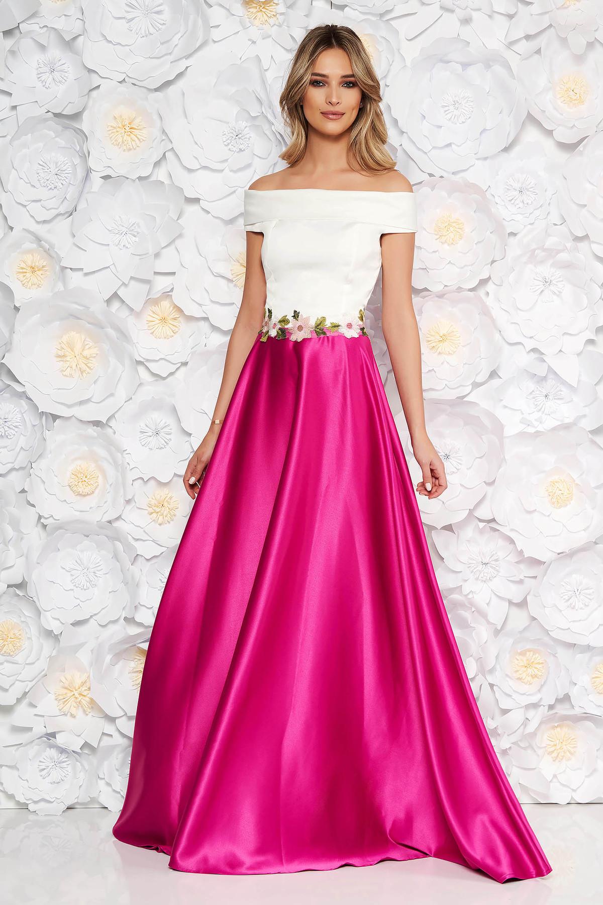 Rochie Artista roz de ocazie in clos din material satinat cu insertii de broderie