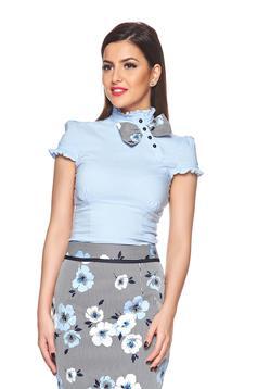 Camasa dama cu maneca scurta albastra-deschis Fofy cu accesoriu in forma de fundita