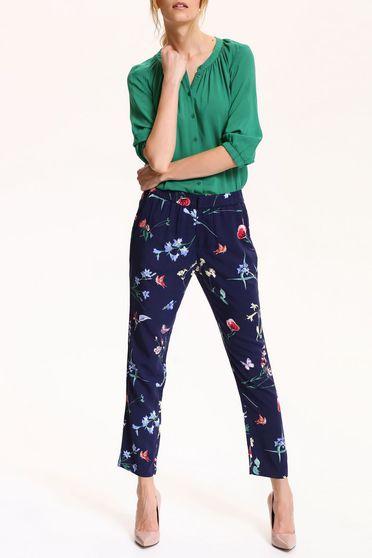 Pantaloni Top Secret albastru-inchis cu imprimeuri florale cu buzunare