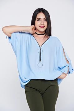 Bluza dama casual cu croi larg albastra-deschis din material vaporos