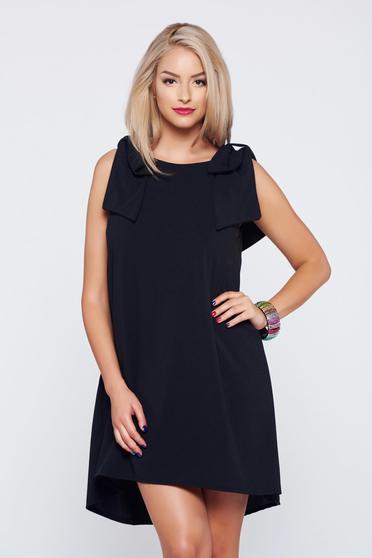 Rochie cu croi larg fara maneci neagra cu accesoriu in forma de fundita