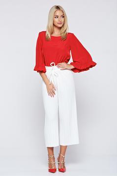 Pantaloni albe cu croi larg cu elastic in talie cu pliuri de material
