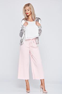 Pantaloni rosa cu croi larg cu elastic in talie cu pliuri de material