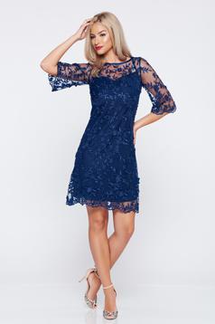 Rochie de ocazie cu croi larg LaDonna albastru-inchis din material dantelat