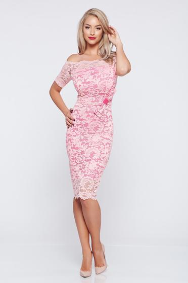 Rochie eleganta tip creion StarShinerS rosa din material dantelat