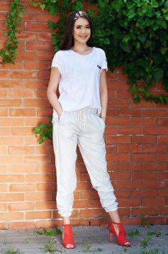 Pantaloni casual cu buzunare PrettyGirl crem cu dungi verticale