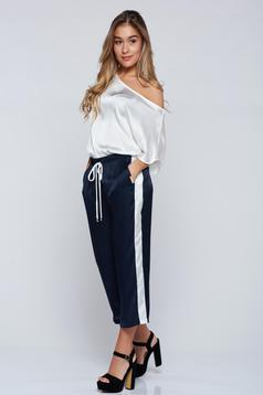 Pantaloni PrettyGirl albastru-inchis casual 3/4 cu buzunare