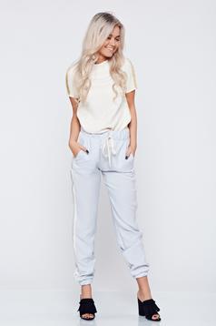 Pantaloni casual cu buzunare PrettyGirl albastri deschis cu dungi verticale
