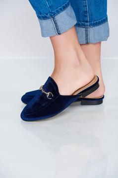 Papuci cu talpa usoara albastru-inchis cu accesoriu metalic
