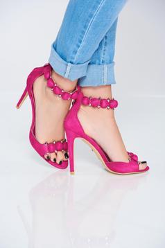 Sandale cu tinte metalice fuchsia cu ciucuri