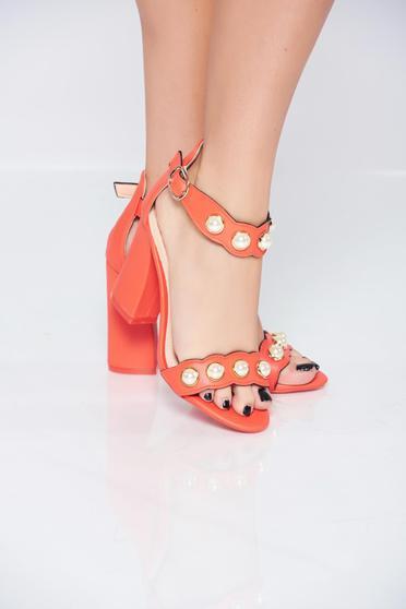 Sandale cu toc inalt corai cu aplicatii cu perle