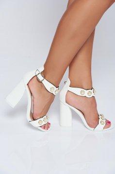 Sandale cu toc inalt albe cu aplicatii cu perle
