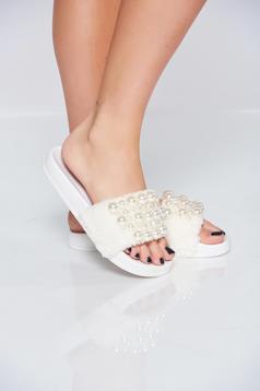 Papuci cu talpa usoara albe din material pufos