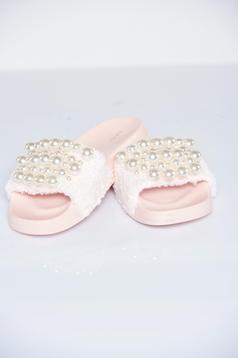 Papuci cu talpa usoara rosa din material pufos