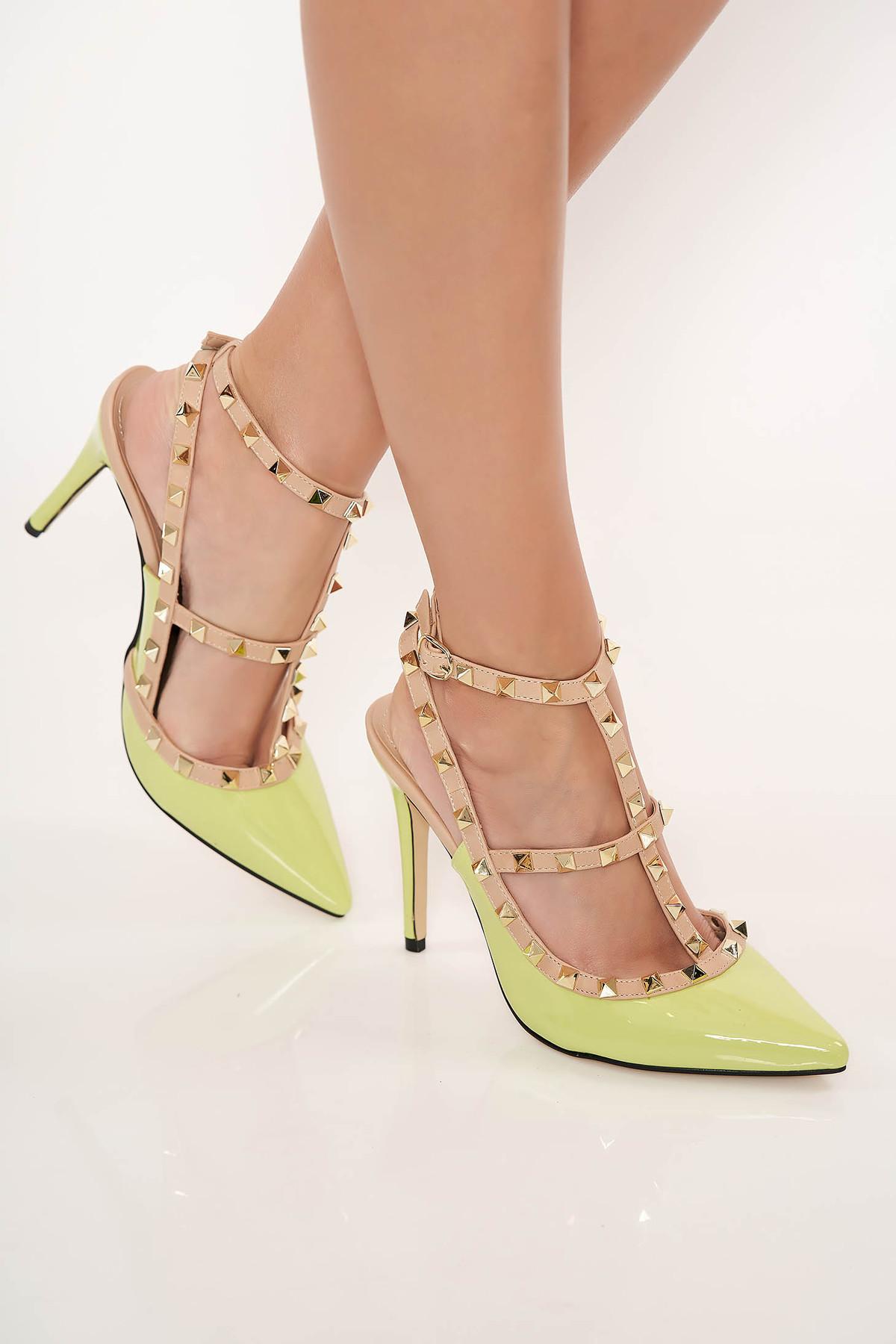 Pantofi stiletto verde-deschis cu toc inalt din piele ecologica lacuita cu tinte metalice