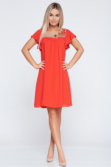 Rochie de ocazie cu croi larg LaDonna rosie cu insertii de broderie