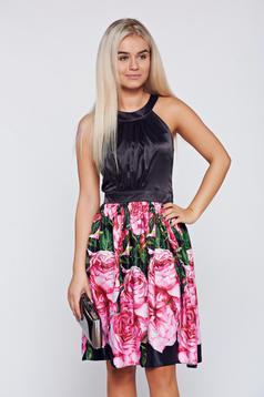 Rochie LaDonna neagra eleganta in clos din material satinat