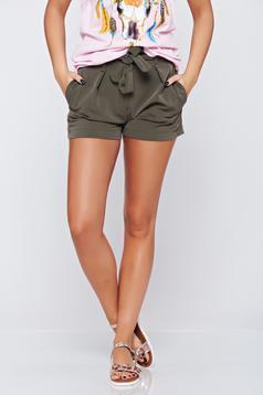 Pantalon scurt casual cu talie medie verde-inchis accesorizata cu cordon