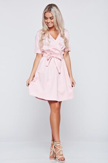 Rochie casual cu maneca scurta rosa cu decolteu in v