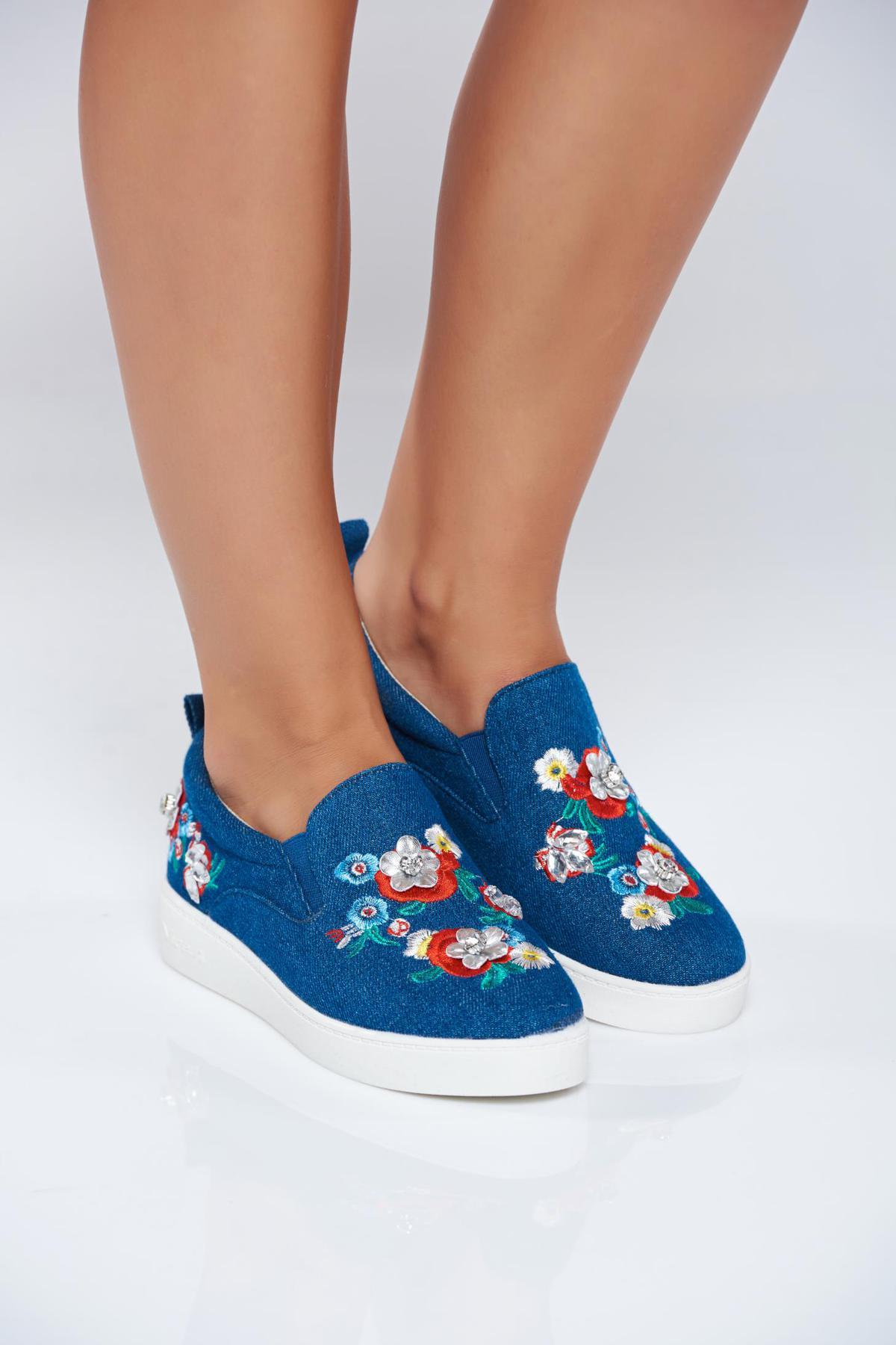 Pantofi sport casual cu talpa usoara albastru cu insertii de broderie