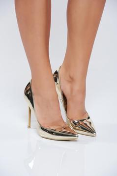 Pantofi eleganti cu toc inalt auriu cu aspect metalic
