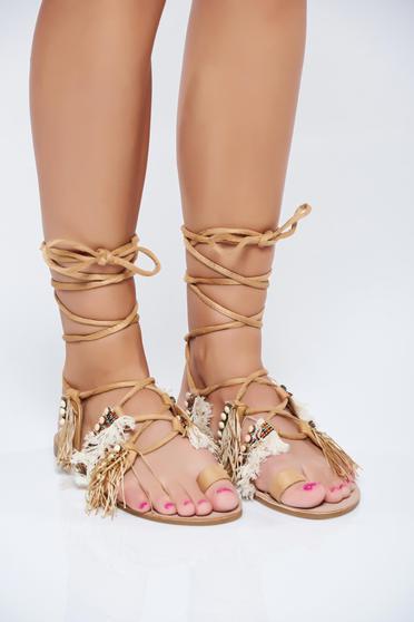 Sandale cu talpa joasa maro cu franjuri