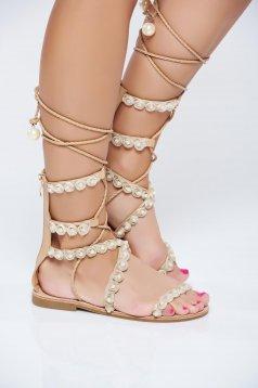 Sandale cu talpa joasa crem cu aplicatii cu perle