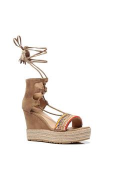 Sandale cu snur crem cu aplicatii cu margele