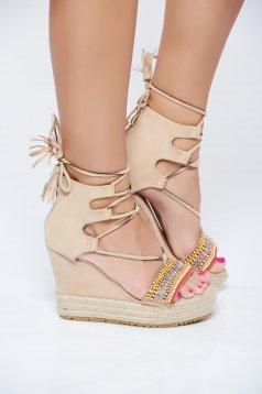 Sandale crem din piele intoarsa ecologica cu aplicatii cu margele accesorizate cu snur